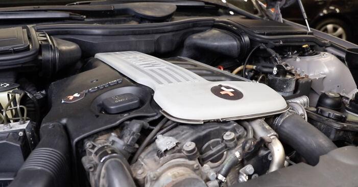 BMW 5 SERIES 2001 Thermostaat stapsgewijze handleiding voor vervanging