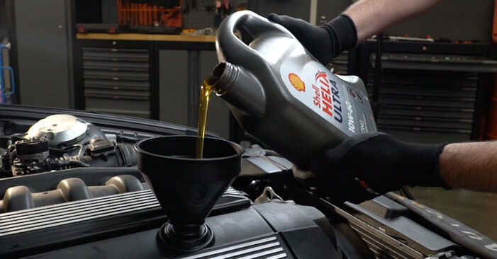 BMW 3 SERIES 325td 2.5 Ölfilter austauschen: Handbücher und Video-Anleitungen online