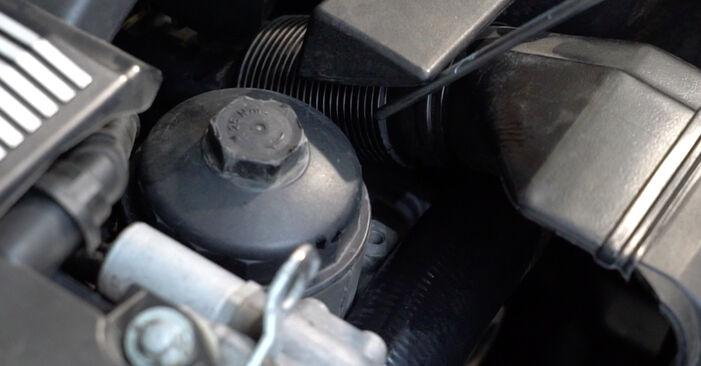 Tauschen Sie Ölfilter beim BMW 3 Limousine (E36) 316i 1.6 1997 selbst aus