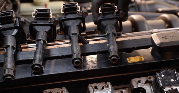 Austauschen Anleitung Zündkerzen am BMW E36 1991 320i 2.0 selbst
