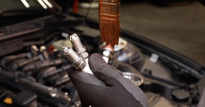 Zweckdienliche Tipps zum Austausch von Zündkerzen beim BMW 3 Limousine (E36) 325i 2.5 1995