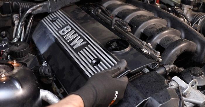 Zündkerzen beim BMW 3 SERIES 318tds 1.7 1997 selber erneuern - DIY-Manual