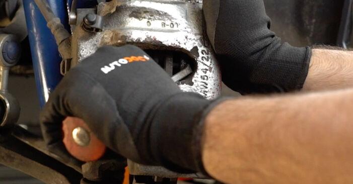 Bremsscheiben beim BMW 3 SERIES 318tds 1.7 1994 selber erneuern - DIY-Manual