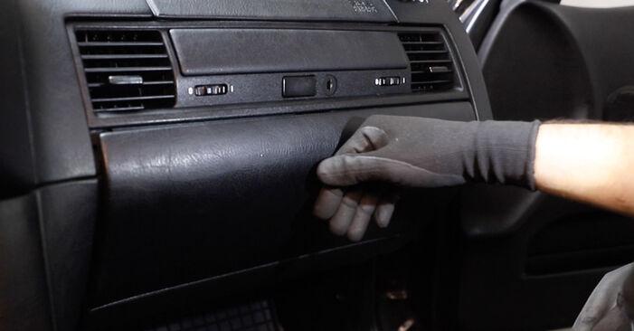 Innenraumfilter beim BMW 3 SERIES 318tds 1.7 1997 selber erneuern - DIY-Manual