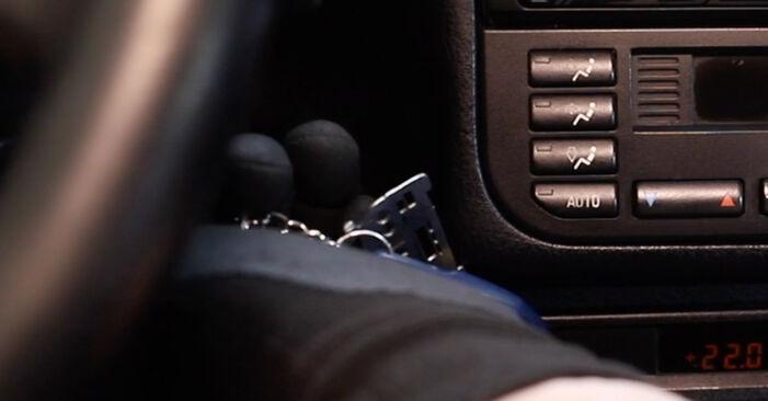 BMW 3 SERIES 320i 2.0 Innenraumfilter ausbauen: Anweisungen und Video-Tutorials online