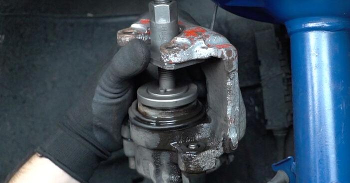 Schritt-für-Schritt-Anleitung zum selbstständigen Wechsel von BMW E36 1994 318i 1.8 Bremsbeläge