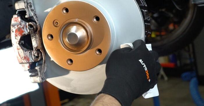 Wie schwer ist es, selbst zu reparieren: Bremsbeläge BMW E36 323i 2.5 1996 Tausch - Downloaden Sie sich illustrierte Anleitungen