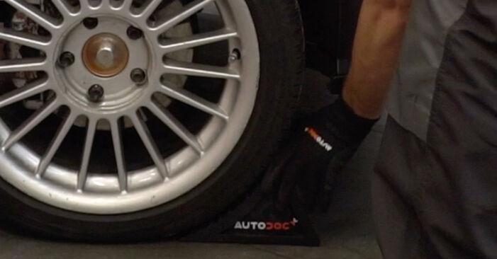 Austauschen Anleitung Bremsbeläge am BMW E36 1991 320i 2.0 selbst