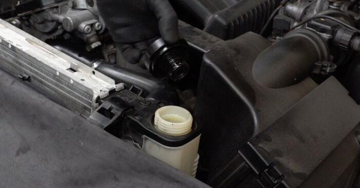 Tausch Tutorial Thermostat am BMW 3 Limousine (E36) 1999 wechselt - Tipps und Tricks