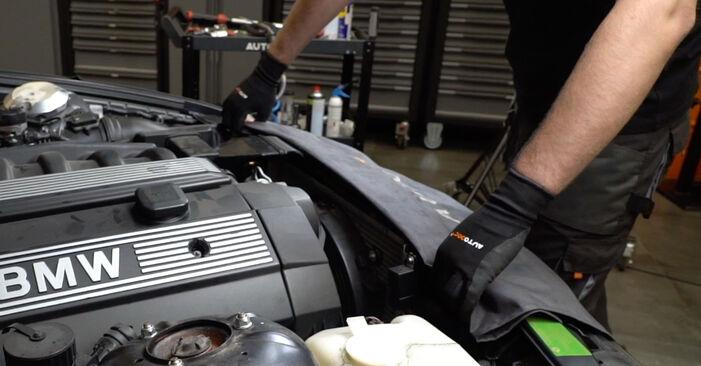 Wie schwer ist es, selbst zu reparieren: Thermostat BMW E36 323i 2.5 2000 Tausch - Downloaden Sie sich illustrierte Anleitungen