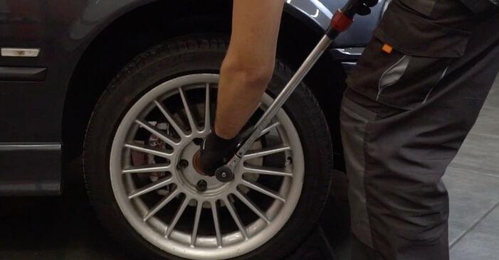 Hvordan bytte Hjullager på BMW 3 Sedan (E36) 316i 1.6 1997 selv
