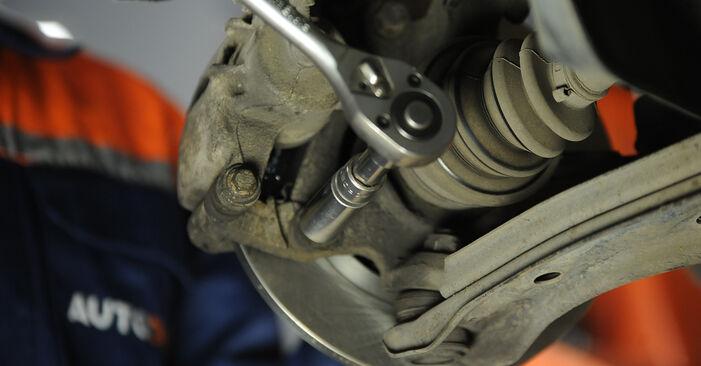 Wie schwer ist es, selbst zu reparieren: Radlager Nissan Micra k11 1.0 i 16V 1998 Tausch - Downloaden Sie sich illustrierte Anleitungen