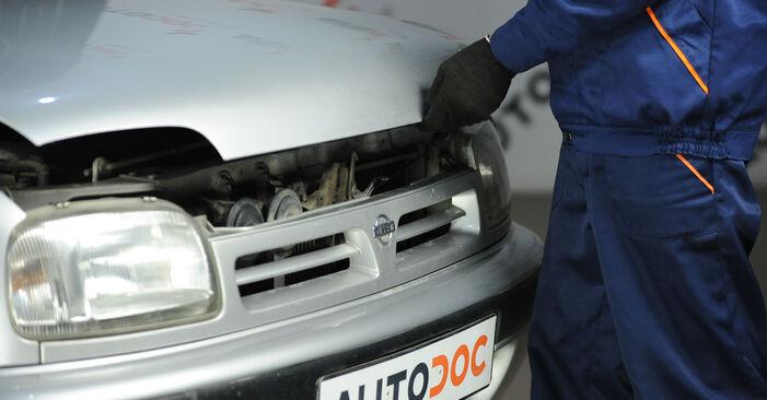 Austauschen Anleitung Federn am Nissan Micra k11 2002 1.0 i 16V selbst