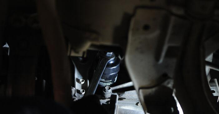 Ölfilter Ihres Nissan Micra k11 1.4 i 16V 2000 selbst Wechsel - Gratis Tutorial