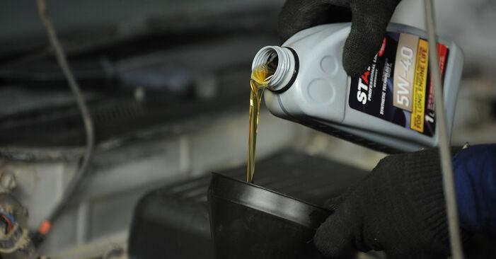 Tausch Tutorial Ölfilter am NISSAN MICRA II (K11) 2004 wechselt - Tipps und Tricks