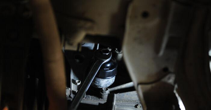 Wie schwer ist es, selbst zu reparieren: Ölfilter Nissan Micra k11 1.0 i 16V 1998 Tausch - Downloaden Sie sich illustrierte Anleitungen