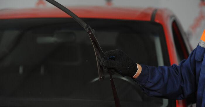 Jak wymienić MAZDA 3 sedan (BK) 1.6 2004 Pióro wycieraczki - instrukcje krok po kroku i filmiki instruktażowe