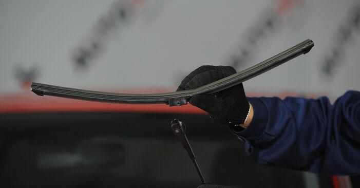 Wymień samodzielnie Pióro wycieraczki w MAZDA 3 sedan (BK) 2.0 MZR-CD 2006