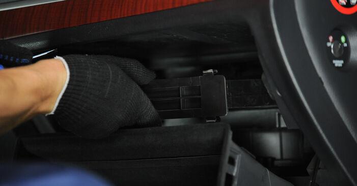 Wymień samodzielnie Filtr powietrza kabinowy w HYUNDAI SANTA FÉ II (CM) 2.7 V6 GLS 4x4 2008