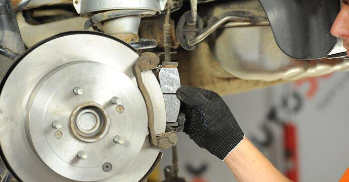 Hvordan bytte Bremseskiver på HYUNDAI SANTA FÉ II (CM) 2.7 V6 GLS 4x4 2008 selv