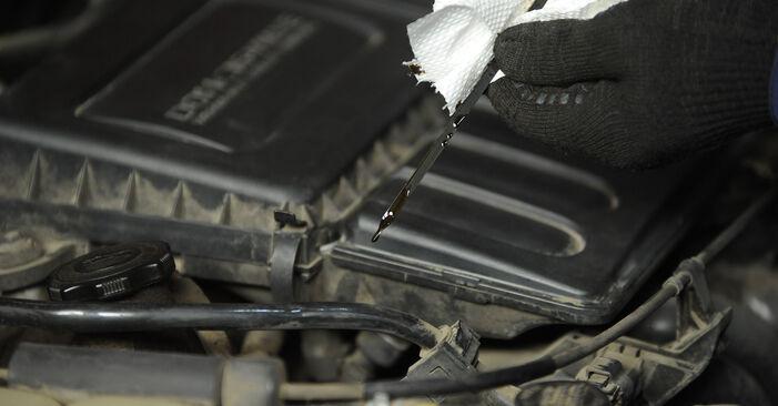 Schritt-für-Schritt-Anleitung zum selbstständigen Wechsel von Mazda 3 Limousine 2009 1.4 Ölfilter