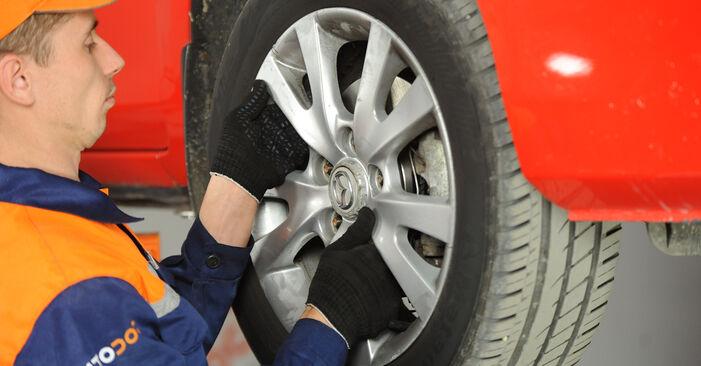 Schritt-für-Schritt-Anleitung zum selbstständigen Wechsel von Mazda 3 Limousine 2009 1.4 Koppelstange