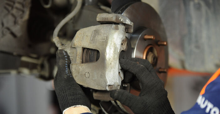 MAZDA 3 1.6 Brake Pads replacement: online guides and video tutorials