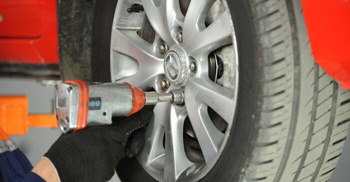 Hoe moeilijk is doe-het-zelf: Veerpootlager wisselen Mazda 3 Sedan 2.3 2009 – download geïllustreerde instructies