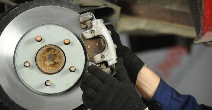 Hoe lang duurt het wisselen van Remschijven Mazda 3 Sedan 2004 – informatieve pdf-gebruiksaanwijzing
