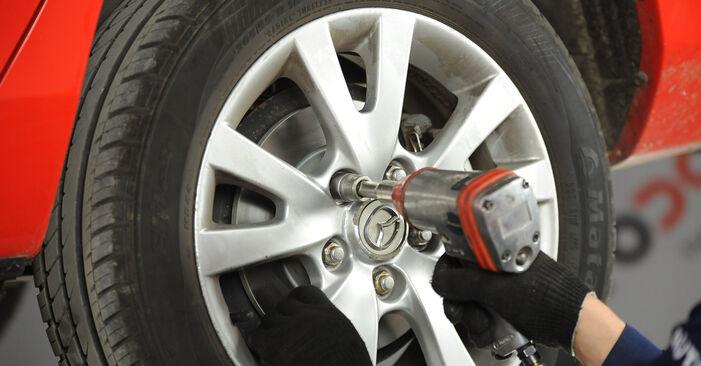 Hoe Mazda 3 Sedan 2003 Remschijven vervangen – kosteloze pdf-handleidingen en tutorials