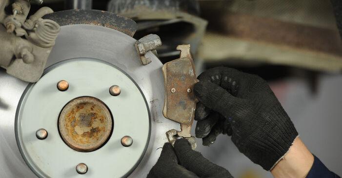 Смяна на Спирачни Накладки на Mazda 3 Седан 2006 1.6 самостоятелно