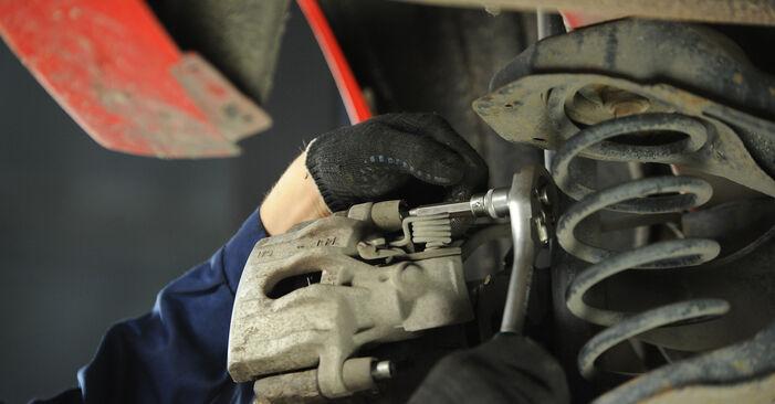 Смяна на Mazda 3 Седан 1.6 DI Turbo 2005 Спирачни Накладки: безплатни наръчници за ремонт