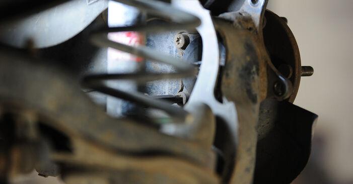 Стъпка по стъпка препоруки за самостоятелна смяна на Mazda 3 Седан 2009 1.4 Колесен лагер