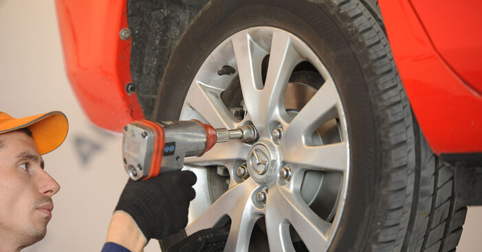 Bytte Støtdemper på Mazda 3 Sedan 2006 1.6 alene
