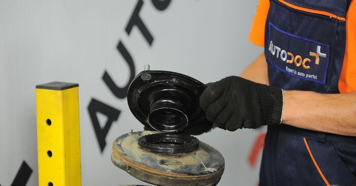 Wie schwer ist es, selbst zu reparieren: Stoßdämpfer Hyundai Santa Fe cm 2.4 4x4 2011 Tausch - Downloaden Sie sich illustrierte Anleitungen