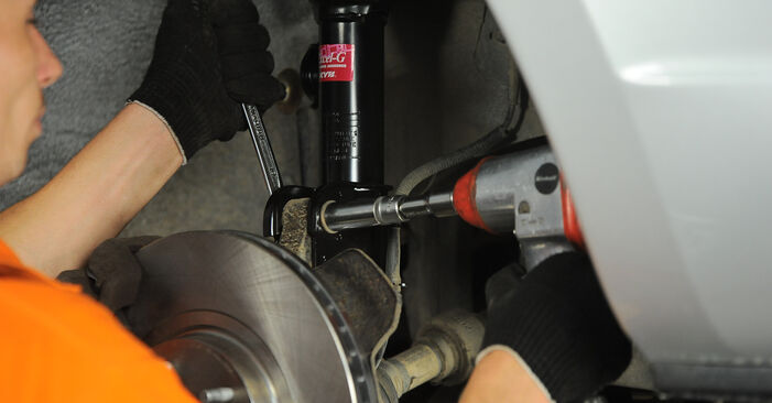How to change Shock Absorber on HYUNDAI SANTA FÉ II (CM) 2009 - tips and tricks