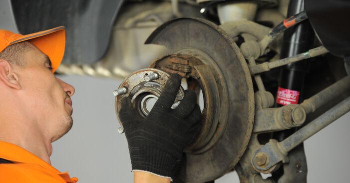 Replacing Wheel Bearing on Hyundai Santa Fe cm 2007 2.2 CRDi 4x4 by yourself