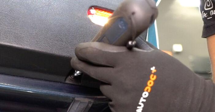 Wechseln Fensterheber am VW Golf IV Schrägheck (1J1) 1.9 TDI 2000 selber