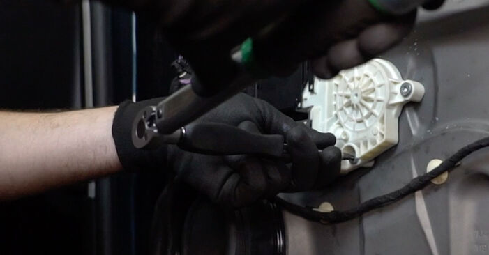 Fensterheber beim VW GOLF 1.6 2004 selber erneuern - DIY-Manual
