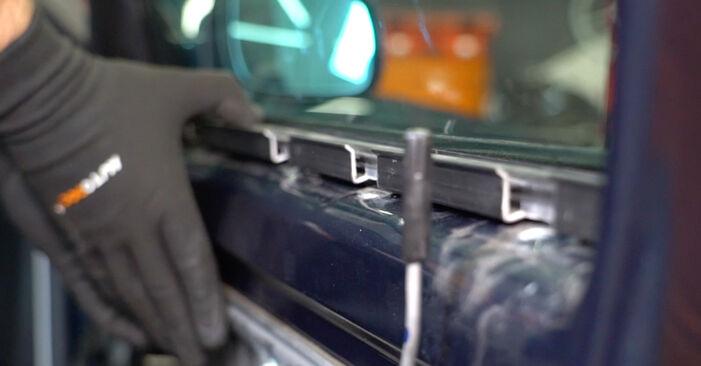 Tausch Tutorial Fensterheber am VW Golf IV Schrägheck (1J1) 2000 wechselt - Tipps und Tricks