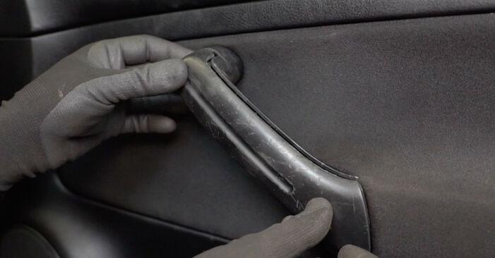 Fensterheber am VW Golf IV Schrägheck (1J1) 2.0 2002 wechseln – Laden Sie sich PDF-Handbücher und Videoanleitungen herunter