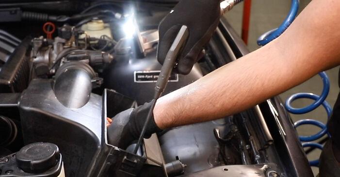 Wie problematisch ist es, selber zu reparieren: Luftfilter beim BMW E36 323i 2.5 2000 auswechseln – Downloaden Sie sich bebilderte Tutorials
