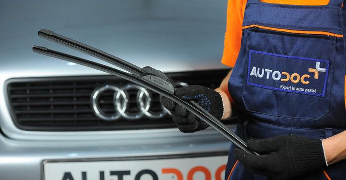 Kā nomainīt Stikla tīrītāja slotiņa Audi A4 B5 Avant 1994 - bezmaksas PDF un video rokasgrāmatas
