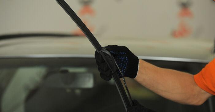 Kā noņemt AUDI A4 1.8 T quattro 1998 Stikla tīrītāja slotiņa - viegli izpildāmas tiešsaistes instrukcijas
