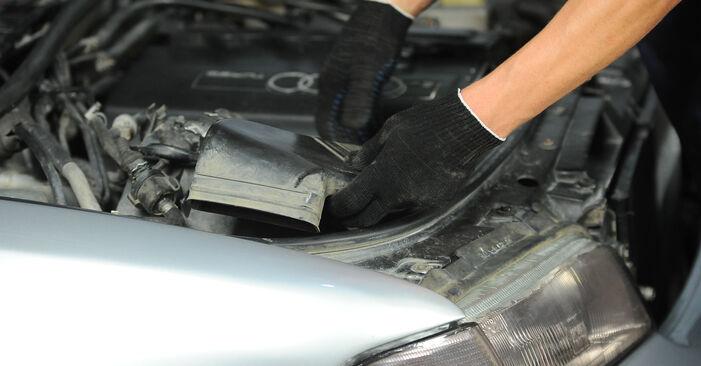 Pakāpeniski ieteikumi patstāvīgai Audi A4 B5 Avant 1999 1.8 T quattro Gaisa filtrs nomaiņai