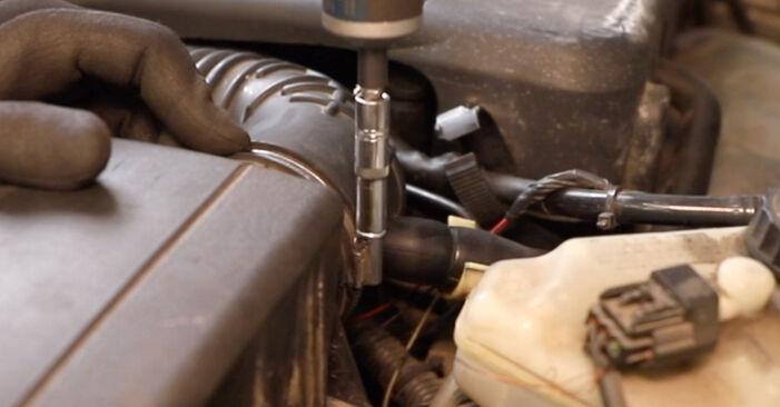 Tausch Tutorial Luftfilter am FORD MONDEO III Stufenheck (B4Y) 2004 wechselt - Tipps und Tricks