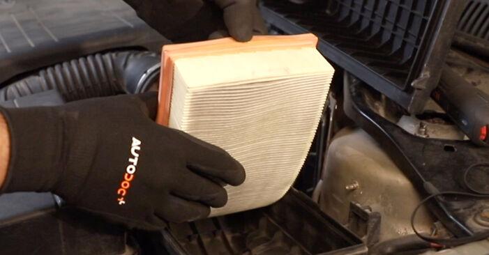 Wie schwer ist es, selbst zu reparieren: Luftfilter Ford Mondeo mk3 Limousine 2.2 TDCi 2006 Tausch - Downloaden Sie sich illustrierte Anleitungen