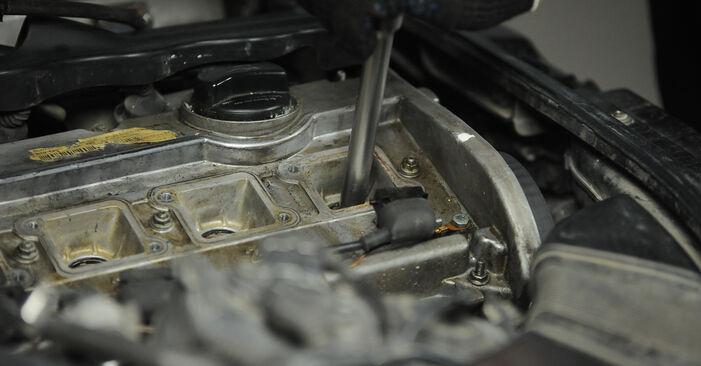 Austauschen Anleitung Zündkerzen am Audi A4 B5 Avant 1996 1.9 TDI selbst