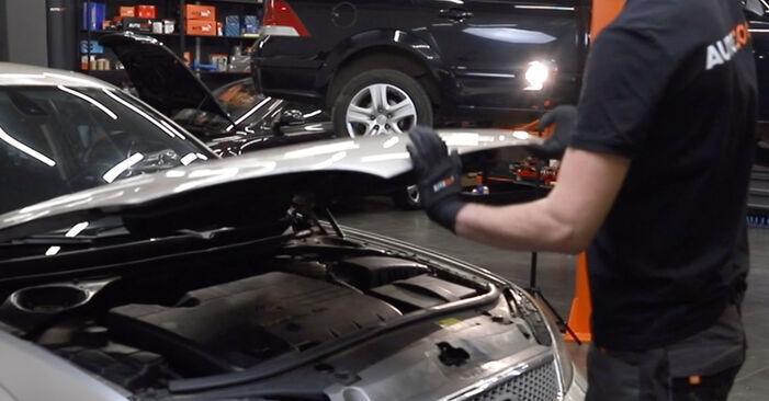 Wymiana Filtr powietrza kabinowy Ford Mondeo mk3 Sedan 2000 - darmowe instrukcje PDF i wideo
