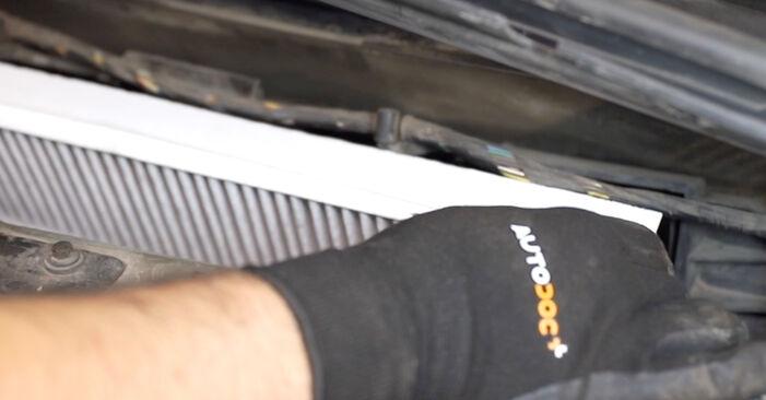FORD MONDEO 2007 Filtr powietrza kabinowy instrukcja wymiany krok po kroku